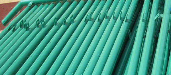 Green Painted Iron Posts for Plastic Coated Chain Link Fencing