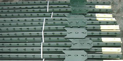 American Type Steel Rail Punched Posts for Plastic Netting Fixing